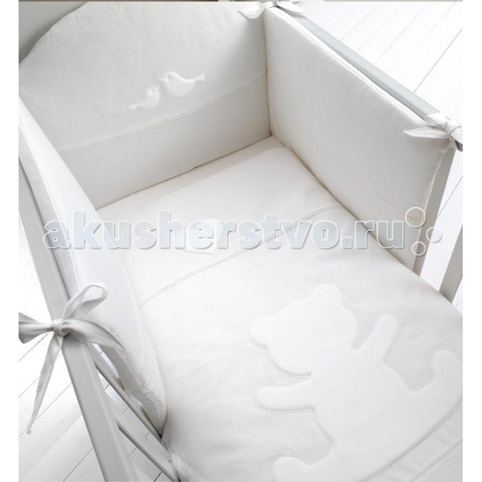 Комплект в кроватку Baby Expert Casetta для детской кроватки с реечными бортиками (4 предмета)Casetta для детской кроватки с реечными бортиками (4 предмета)Комплект в кроватку Baby Expert Casetta для детской кроватки с реечными бортиками (4 предмета) - гармоничное сочетание стиля и нежности, которые создадут для вашего малыша уютную атмосферу, наполненную теплом и уютом.  Для создания подходящих текстильных материалов, leBeb&#233; by Baby Expert было выбрано название Diamante (Бриллиант), именно то название, которое сможет подчеркнуть все достоинства эксклюзивного полотна, на 100% состоящего из натурального хлопка высшей категории.  Уникальной характеристикой данного материала является, так называемый, эффект сияния, достигаемый при помощи особенной обработки. Тонкая вышивка с набивными аппликациями придаёт элегантность и аристократизм всей коллекции.  В комплекте: одеяло пододеяльник наволочка бампер на лентах.<br>