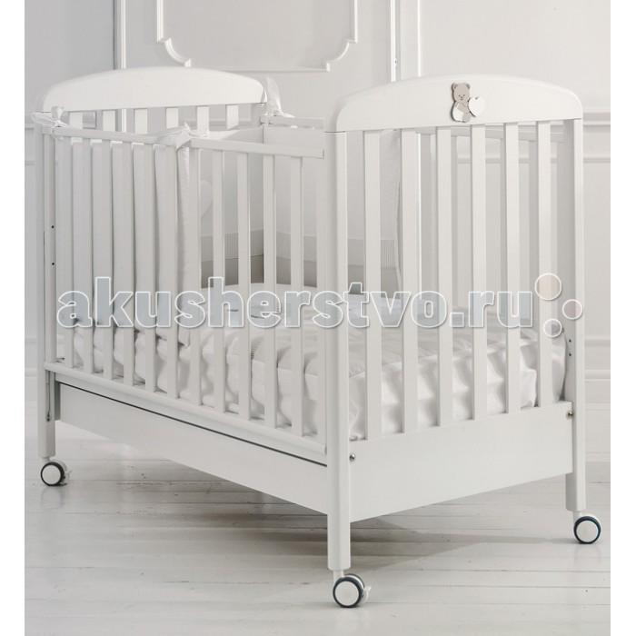 Детская кроватка Baby Expert TatoTatoДетская кроватка Baby Expert Tato рождает приятные чувства и эмоции: теплый, нежный дизайн кроватки создан в лучших традициях мебели от Baby Expert.   Пастельные тона, милые аппликации из дерева в виде малыша-медвежонка  – в такой кроватке вашему ребенку приснятся только сладкие сны.  Первые месяцы жизни малыш проводит много времени в своей кроватке – именно здесь начинается познание мира. Кроватка Baby Expert Tato создана таким образом, чтобы малышу было комфортно и безопасно в ней.   Ортопедическая основа кроватки из буковых реек поддерживает спинку малыша и способствует формированию правильной осанки. Непослушные ножки и ручки никогда не застрянут в решетке кроватки, так как расстояние между планками составляет от 4 до 7 см. Кроватка передвигается на колесиках, и может быть зафиксирована стопорами в неподвижном положении, также она может быть переведена в режим качалки (качалка приобретается дополнительно).   Детская кроватка Tato сделана из натуральных и безопасных для вашего малыша материалов, что подтверждено соответствующими сертификатами.  Особенности: ортопедическая основа из 15 буковых реек формирует правильную осанку с первых дней жизни два положения дна кроватки: для младенца с первых дней жизни и для малыша от полугода регулирующиеся по высоте боковые ограждения, высота которых составляет не менее 60 см, что соответствует европейским нормам безопасности для детской мебели четыре колесика со стопорами возможен перевод в режим качалки (качалка в комплект не входит) расстояние между планками боковых ограждений – от 4 до 7 см подкроватный ящик в комплекте система Easy Fix: кроватка легко собирается без использования инструментов сертификат ISO 9001: при окрашивании использовалась специальная краска на водной основе – гипоаллергенная и нетоксичная материалы: каркас - МДФ, боковины - бук, гипоаллергенные краски.<br>