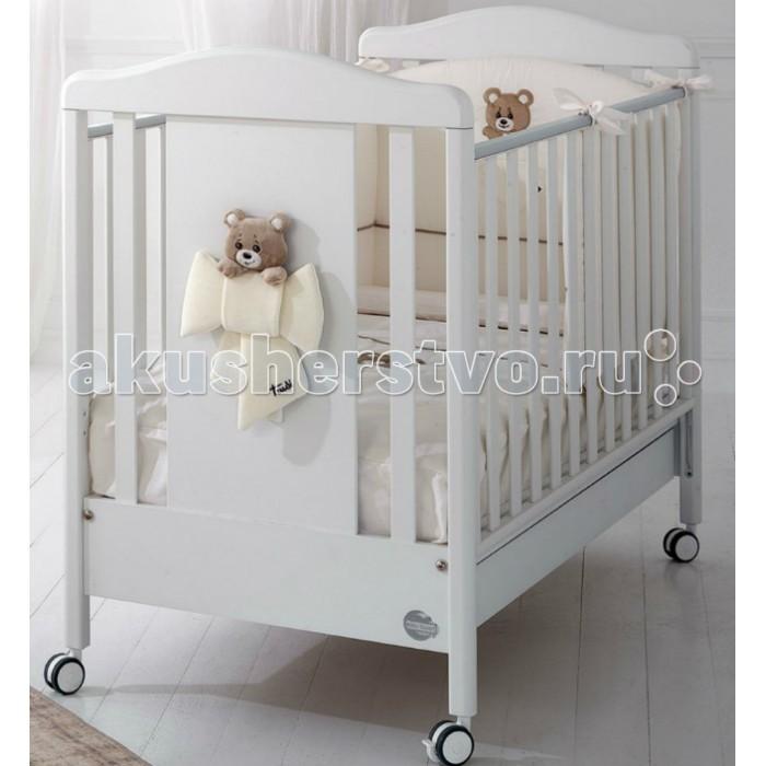 Детская кроватка Baby Expert TrudinoTrudinoДетская кроватка Baby Expert Trudino проста в исполнении, но функциональна и удобна в использовании. Думая о здоровье и безопасности малыша, производитель использует только натуральные материалы прекрасного качества. Все элементы кровати тщательно обработаны и закруглены. Благодаря колесикам со стопорами, кроватку можно легко двигать по комнате и фиксировать на нужном месте.  Особенности: Ортопедическое дно из буковых реек формирует правильное положение спины малыша Два положения дна кроватки Легкая сборка без инструментов с системой Easy Fix  Боковые ограждения регулируются по высоте  Высота боковых ограждений не менее 60 см, что соответствует европейским требованиям безопасности Четыре резиновых колесика с 2 стопорами  Возможность установить качалку  Большой ящик для хранения игрушек и одежды. Для большей прочности он разделен на две части, оснащен металлическими направляющими с первоклассным скольжением и блокировкой во избежание невольного выпадения.  Расстояние между планками не более 7 сантиметров – ручки, ножки и голова ребенка не застрянут в промежутках Кроватка окрашена безопасными красками на водной основе  Сертификат ISO 9001 гарантирует безопасность и не токсичность материалов, используемых при создании кроватки  Балдахин в комплект не входит Материалы: Массив бука, ДСП, краски  на водной основе  Декор: объёмная аппликация из ДСП.<br>