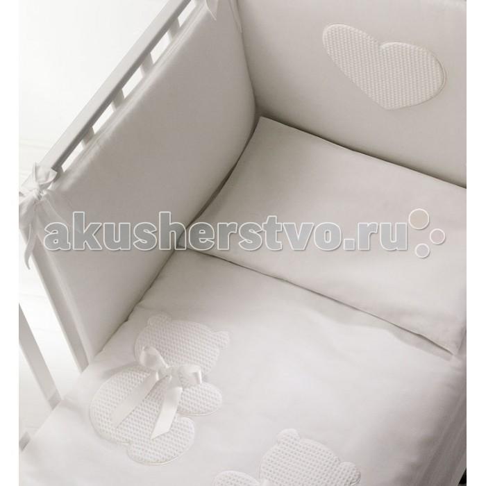 Комплект в кроватку Baby Expert Dieci Lune (4 предмета)Dieci Lune (4 предмета)Комплект белья Baby Expert Dieci Lune - изысканный комплект постельного белья из новой коллекции.   Характеристики комплекта Baby Expert Dieci Lune:  в комплект входят:  - бампер (мягкие бортики для кроватки, крепится к кроватке на лентах) - одеяло,  - пододеяльник  - наволочка;   Комплект выполнен из натурального хлопка с декоративными элементами. Наполнение одеяла - 100% полиэстер, чтобы исключить возможность аллергии на натуральные наполнители. Постельные принадлежности пригодны для стирки в автоматическом режиме.<br>