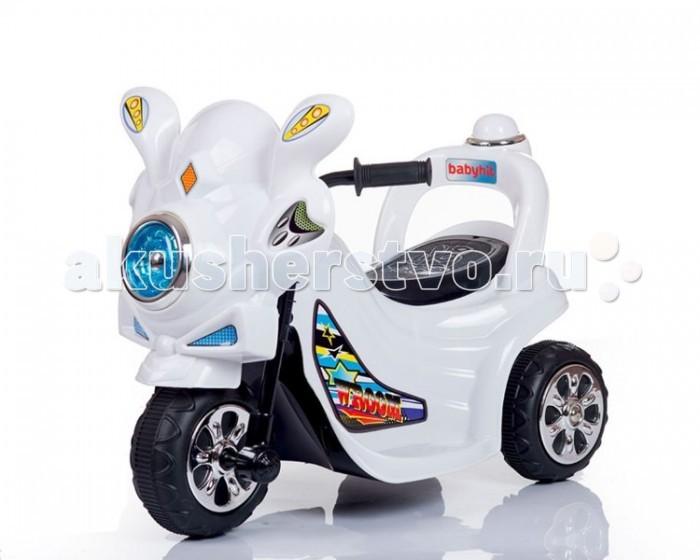 Электромобиль BabyHit WroomWroomДетский электромобиль Babyhit Wroom – это миниатюрный трехколесный мотоцикл с электроприводом, LED-фарами и звуковыми эффектами, на котором малыш может кататься не только на улице, но и в помещении.   Особенности: Он весит меньше 4 кг и имеет компактные размеры, а двигается со скоростью 3,5 км/ч – средней скоростью пешехода, поэтому можно не опасаться за безопасность маленького гонщика и сохранность его окружения.  Высокая спинка и подставки для ножек с рифленой поверхностью не дадут ему выпасть с сиденья на ходу.<br>