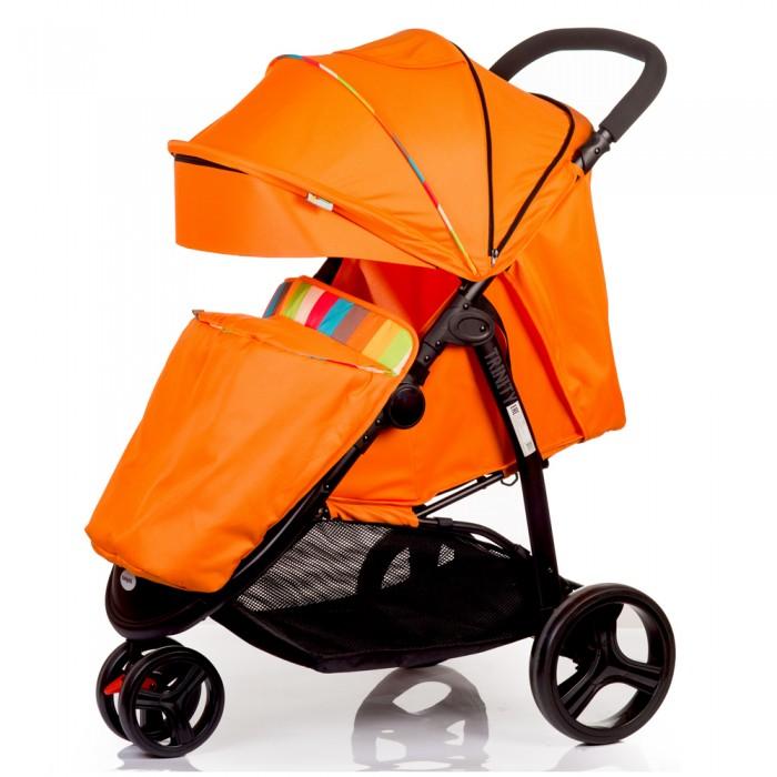 Прогулочная коляска BabyHit TrinityПрогулочные коляски<br>Прогулочная коляска BabyHit Trinity. Это очень маневренная модель с просторным спальным местом для ребенка, выполненная в трехколесном форм-факторе. Блок передних сдвоенных поворотных колес имеет фиксацию в положении «прямо», что непременно упростит использование коляски на неровном дорожном покрытии с ухабами или мелким щебнем.  Безопасность и удобство использования коляски обеспечивают: тормозные механизмы на задних колесах, удерживающие 5-ти точечные ремни с плечевыми накладками, съемный поручень перед ребенком и паховый ремень. Плавная регулировка наклона спинки позволяет выбрать наиболее комфортное положение для прогулки и сна. Наличие накидки на ножки и возможности низко опустить большой капюшон позволяет максимально оградить ребенка от капризов погоды. Для дополнительного комфорта ребенка и мамы, коляска укомплектована системой амортизации на всех колесах.   Особенности: Капюшон «батискаф» Съемный поручень с паховым ремнем Плавная регулировка наклона спинки  Регулируемая подножка Передние поворотные колеса с функцией фиксации направления движения «прямо» Система амортизации на всех точках опоры.  Размеры: Вес: 9.6 кг. Высота до ручки - 105 см. Размер спального места (с поднятой подножкой) - 31 х 72 см. Размер сидения без подножки - 31 х 23 см. Размер спинки - 31 х 39 см.