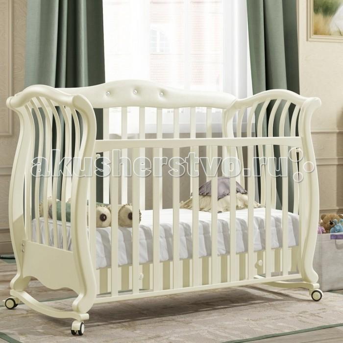 Детская кроватка Baby Italia Andrea VIP Pelle качалкаAndrea VIP Pelle качалкаДетская кроватка Baby Italia Andrea VIP Pelle качалка с отделкой из эко-кожи и украшением из кристаллов.   Изготовлена из массива натурального бука и покрыта высококачественными итальянскими лаками и красками. Кроватка имеет набор замечательных функциональных особенностей.   Одна ее большая стенка кроватки Andrea VIP Pelle опускаются для удобства ухода за малышом, и может полностью сниматься, превращая кроватку в удобный диванчик. Кроватка снабжена ящиком для белья и установлена на свободно вращающиеся прорезиненные колесики.  Характеристика: изготовлена из массива натурального бука отделана эко-кожей и кристаллами Swarovsky покрытие из итальянского, нетоксичного лака и краски ложе матрасика не меняет положений одна большая боковинка опускаются и ее можно полностью снять свободно вращающиеся прорезиненные колесики имеются силиконовые накладки<br>