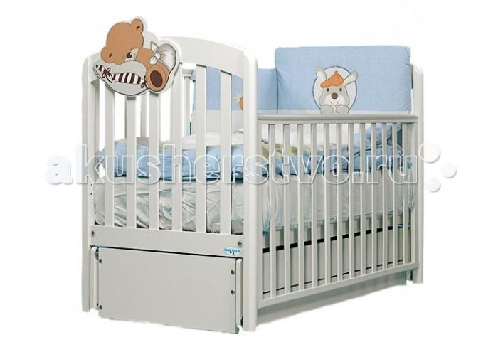 Детская кроватка Baby Italia Leo продольный маятникLeo продольный маятникДетская кроватка Baby Italia Leo продольный маятник обладает традиционным для итальянского производителя качеством и удобством.   Кроватка удобна для использования не только малышу, но так же и его родителям. При производстве кроватки используются только натуральные материалы, а именно древесина бука, покрытая нетоксичным лаком. Материалы не представляют угрозу для здоровья вашего малыша и полностью безопасны.   Основное достоинство кроватки система укачивания – продольный маятник. Кроватка сама начнет укачивать малыша без вашего присутствия, что здорово экономит время и не требует больших усилий. В основании кроватки расположен выдвижной ящик, который можно использовать белья хранения смены постельного белья, таким образом, свежее чистое белье будет всегда под рукой.  Характеристики кроватки Baby Italia Leo маятник: Кровать имеет 2 уровня ложе  Боковое ограждение опускается  Маятниковый механизм качания  Вместительный ящик для белья<br>