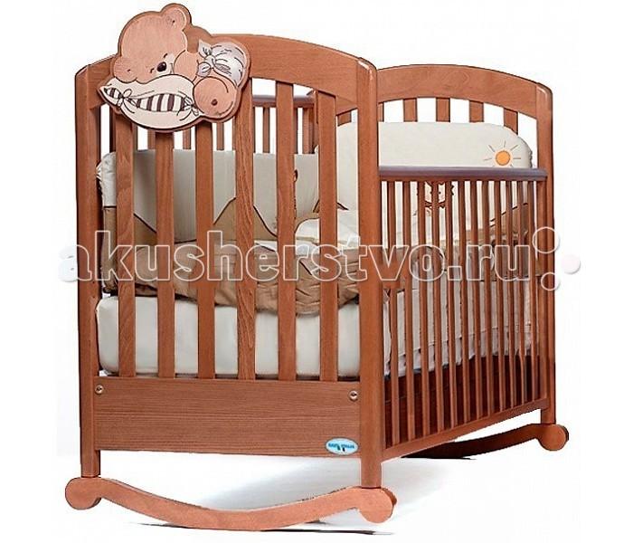 Детская кроватка Baby Italia Leo качалкаLeo качалкаДетская кроватка Baby Italia Leo качалка - это чудесная кроватка из экологически чистого материала – древесины бука. Аппликация спящего медвежонка и теплые оттенки сделают детскую комнатку теплой, милой и привлекательной. Формированию позвоночника важный момент в жизни вашего малыша от которого зависит очень многое, например правильная осанка, специальное ложе этой кроватки поможет в этом.   С помощью дуг-полозьев кроватку легко качать, что поможет вам с легкостью убаюкивать малыша и его сон будет легким и приятным. Боковины опускаются, что упрощает уход за малышом. Четыре поворотных колесика, которые позволят перемещать кроватку, что будет полезно при уборке. Их можно установить на дуги, правда кроватку качать тогда будет нельзя.  изготовлена из массива бука  покрытие: нетоксичный лак  опускающаяся боковая стенка  съемная боковая стенка  силиконовые накладки на боковые стенки  два уровня положения дна  выдвижной ящик  качалка  самоцентрирующиеся колесики, два из них оснащены системой стопоров  колеса имеют прорезиненное покрытие  не оставляют следов, не царапают пол<br>