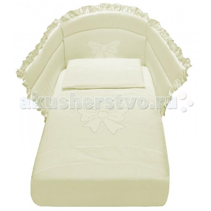 Комплект в кроватку Baby Italia Mimi со стразами (4 предмета)Mimi со стразами (4 предмета)Комплект постельного белья Baby Italia Mimi - гармоничное сочетание стиля и нежности, которые создадут для вашего малыша уютную атмосферу, наполненную теплом и нежностью. Постельное белье выполнено из гипоаллергенного и нетоксичного 100% хлопка, который не раздражает нежную кожу ребенка. Мягкую структуру и изысканный дизайн по достоинству оценят как дети, так и их родители. Бортики надежно защитят вашу кроху от случайных ударов, а легкое и теплое одеяло, не даст малышу замерзнуть. Теплые тона и красивый декор обеспечит ребенку комфортный сон и наполнит комнату атмосферой уюта и тепла.  Особенности: отличается высоким качеством пошива декорирован стразами и оборками бельё полностью безопасно и гипоаллергенно материалы не раздражают нежное тельце ребенка, и не доставляют ему неудобств удобство и простота в использовании качество материала обеспечивает лёгкость стирки и долговечность  допустима стирка при температуре 40 градусов в деликатном режиме  Материалы: 100% хлопок наполнитель бортиков и одеяла - 100% полиэстер  В комплекте: наволочка: 35х55 см одеяло: 65х130 см пододеяльник: 90х135 см борт на пол кровати<br>