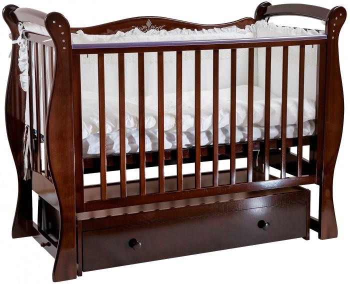 Детская кроватка Baby Luce Лучик поперечный маятникЛучик поперечный маятникДетская кроватка Лучик поперечный маятник - качественная кроватка для детей от рождения. Изготовлена в классическом стиле, поэтому подойдет под любой интерьер.  В технологии используются только гипоаллергенные лаки и эмали.  Для малыша предусмотрено особое расположение элементов ограждения кроватки, закругленные углы и безопасная краска, которая не повредит здоровью малыша даже при «пробе на зуб». Мама оценит возможность легко и просто опустить боковину на 15-17 см, без лишних усилий укачать крошку. Кроватки производства Baby Luce комплектуются выдвижными ящиками для белья и все необходимое всегда есть под рукой в прямом смысле слова.   Есть накладка на поручни детской кроватки (грызунок), которая защищает зубки малыша и растущий организм от воздействия лака и краски   Широкий спектр цветовой гаммы. Маятник с двойным фиксатором. Инкрустация стразами. Боковые накладки из пищевого пластика. Боковое ограждение: возможность быстрого снятия, опускается, средние палочки - съёмные. Ящик: закрытый, глубокий, с бесшумными направляющими. Решётка подматрасника в два уровня. Качественная обработка древесины. Внутренние размеры ложа: 120х60 см.  Материал: массив кавказского бука.  Качание: поперечный маятниковый механизм.<br>