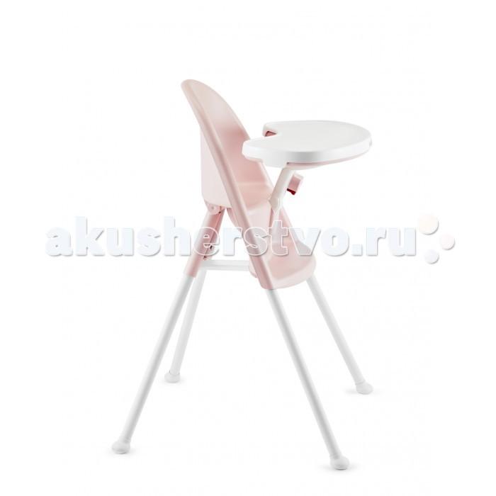 Стульчик для кормления BabyBjorn 06700670Стульчик для кормления BabyBjorn 0670  В стульчике для кормления BABYBJ&#214;RN ребенок сидит удобно и надежно с 6 месяцев и до 2 лет, ощущая свое единство с окружающими за столом.  Стул для кормления легок в пользовании и практичен благодаря открываемому столику, который также функционирует в качестве умного запора. При открытом положении столика ребенка можно легко и просто усадить и снять со стула сбоку, избегая при этом неудобного поднимания. Когда вы закрыли и отрегулировали столик так, чтобы он был вплотную к ребенку, он надежно сидит на месте, и никакие ремешки при этом не требуются.  Особенности:  Благодаря регулируемому столику и облегающей форме с изогнутой спинкой, комфортно сидеть как малышу, так и ребенку постарше.  Открываемый столик служит в качестве запора и надежно удерживает ребенка на месте. Ремешки при этом не требуются.  Удобный дизайн, компактный размер. Занимает мало место, легко разместить. Просто складывается, если нужно убрать или взять с собой.  Практичен и легок в эксплуатации. Легко посадить и снять ребенка, избегая при этом неудобного поднимания. Легко содержать в чистоте: съемный поднос можно мыть вручную или в посудомоечной машине. Кроме того, столик, подогнанный вплотную к ребенку, помогает избежать загрязнения.  Надежный и протестированный высококачественный продукт, разработанный в сотрудничестве с детскими врачами, индустриальными дизайнерами, родителями и детьми.  Длительное применение. Рекомендуется для детей, которые могут самостоятельно сидеть, в возрасте от шести месяцев и примерно до двух лет (максимальный рост 95 см).  Умное обеспечение безопасности. Открываемый столик служит в качестве запора и надежно удерживает ребенка на месте без ремешков.  Максимальная безопасность. Закрывающийся столик надежно удерживает ребенка на стуле, гарантируя, что он не слезет и не упадет со стула. Двухступенчатые застежки, которые ребенок не может открыть, не позволяют ребенку открывать и закрывать сту
