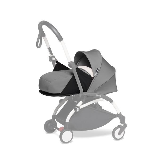 Babyzen Newborn Pack сменный текстиль для Yoyo PlusАксессуары для колясок<br>Люлька Babyzen для Yoyo Plus Newborn Pack с рождения до 6 месяцев, устанавливается на шасси Yoyo Plus.  Особенности: Коляска с установленной люлькой может также складываться как и в прогулочном варианте В сложенном виде можно брать в ручную кладь Вес коляски с установленной люлькой - 6,5 кг В комплект люльки входит основа люльки с капюшоном, матрасик, подголовник, накидка на ножки и дождевик.