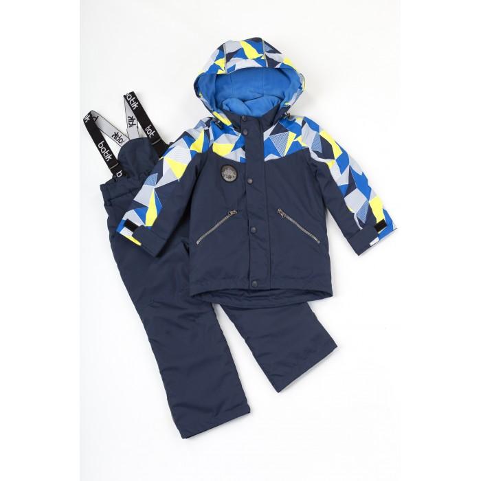 Батик Комплект для мальчика ФренкДемисезонные комбинезоны и комплекты<br>Батик Комплект для мальчика Френк выполнен из технологичной мембраны, которая будет защищать от ветра и влаги.   Стильный комплект с геометричным принтом включает в себя куртку и полукомбинезон. Флисовый подклад и грамотное распределение утеплителя: большее количество в куртке и меньшее – в полукомбинезоне. 2 расцветки на выбор: темно-синяя и голубая.   Особенности: Объемный капюшон с эластичной резинкой по краю Ветрозащитная планка на кнопках поверх молнии Декоративная молния по борту Паты с липучками на рукавах Нашивки и фурнитура с логотипом бренда Боковые карманы на молниях Регулируемый низ куртки Полукомбинезон на регулируемых по длине лямках Светоотражающие элементы Функция красная линия в зоне рукавов и брючин - их длину можно увеличить на 3-4 см за счет специальной регулируемой складки