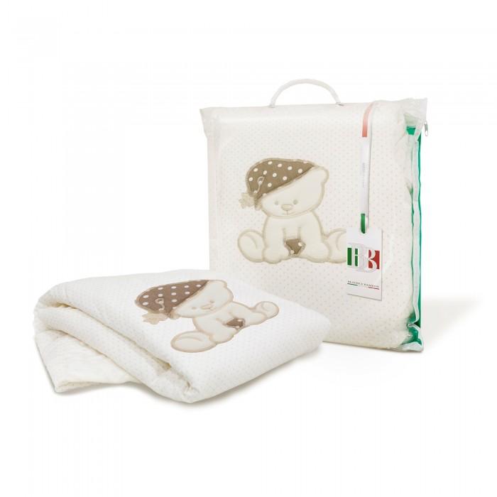 Плед Beatrice Bambini TessutoTessutoПлед Beatrice Bambini Tessuto легкий, воздушный и уютный, с апликацией, обязательно придется по вкусу и маме, и малышу.   Плед можно использовать как дома, так и при прогулке на улице, в коляске, на пикнике, в гостях, на даче. Легко стирается в режиме деликатной стирки.  Все используемые материалы гипоаллергенны. Материалы: внутренний наполнитель изософт, верхний слой материал Welboo (велюр) Размеры: 105 х 105 см<br>