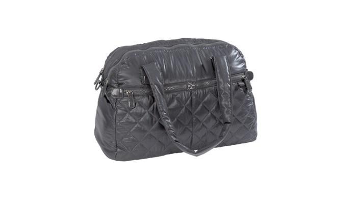 Bebe Due Сумка для мамы CorinaСумка для мамы CorinaBebe Due Сумка для мамы Corina - вам не понадобятся никакие другие сумки, так как размер этой сумки делает ее идеальной для  использования во время путешествий, в дороге. Ее ненавязчивый и современный дизайн означает, что мама может использовать ее каждый день. Она не похожа на типичную детскую сумку.  Особенности: внутри сумки 2 больших центральных отсека, ручки мягкие на ощупь. Три способа ношения: на плече, крест-накрест  или вы можете повесить ее на коляске. Включает в себя удобный плечевой ремень для переноски в поперечном направлении. Используйте регулируемые, съемные ремни сумки, чтобы повесить их на свой стул. Вы можете вместить все, что вам нужно во внутренних карманах, дополнительных секциях.  Аксессуары включены: сумка для переноски в комплекте, изолированный держатель бутылки (подходит для всех видов бутылок). Матрасик для пеленания. Сумка для грязной одежды. Экосумка.  Размеры: высота 40 см х длина 30 см, ширина х 19 см<br>