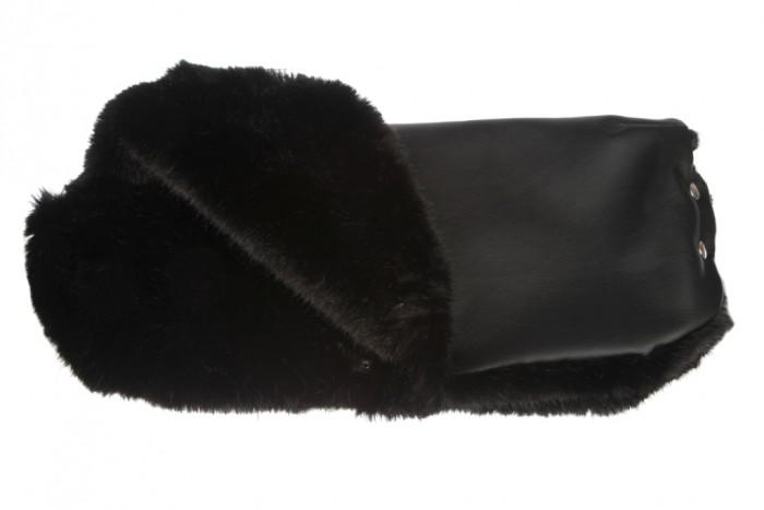Берегиня Муфта на коляску SikuМуфты для рук<br>Берегиня Муфта на коляску Siku. Муфта легко надевается на ручку коляски или санок и согревает руки намного лучше огромных варежек, горнолыжных перчаток или пуховых рукавиц.  Муфта заботится о тепле ваших рук и позволит  Вам дольше находиться на улице с малышом в прохладную погоду.  Размер (в сложенном виде): 26х56 см. Размер (общий): 62х56 см. Эко-кожа, искусственный мех норка.