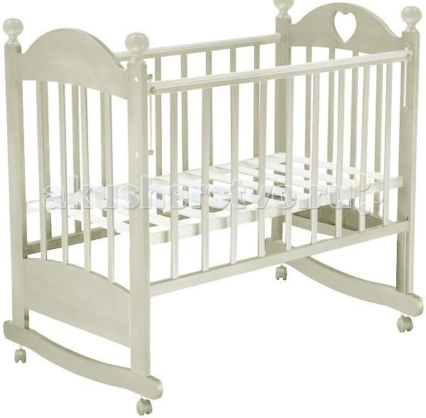 Детская кроватка Ведрусс Марьяна № 6 качалкаМарьяна № 6 качалкаДетская кроватка Ведрусс Марьяна № 6 качалка  Замечательный вариант кроватки для ребенка от рождения и до 3 лет. Элегантный дизайн. Устанавливается на колеса, либо используется как качалка на полозьях. Сделана из березы российского производства, имеет 3 положения высоты матрасика, это необходимо для трансформации кроватки под все фазы роста ребенка.  Деревянные детали защищены накладками из ПВХ, что придает ей ударопрочность. В изготовлении кроватки применяется фурнитура лучших производителей.   Кроватка детская Марьяна 6 великолепно смотрится в любом интерьере, а благодаря качественным материалам прослужит долго.  Размер спального места: 120х60 Есть силиконовые накладки Передняя стенка съемная<br>
