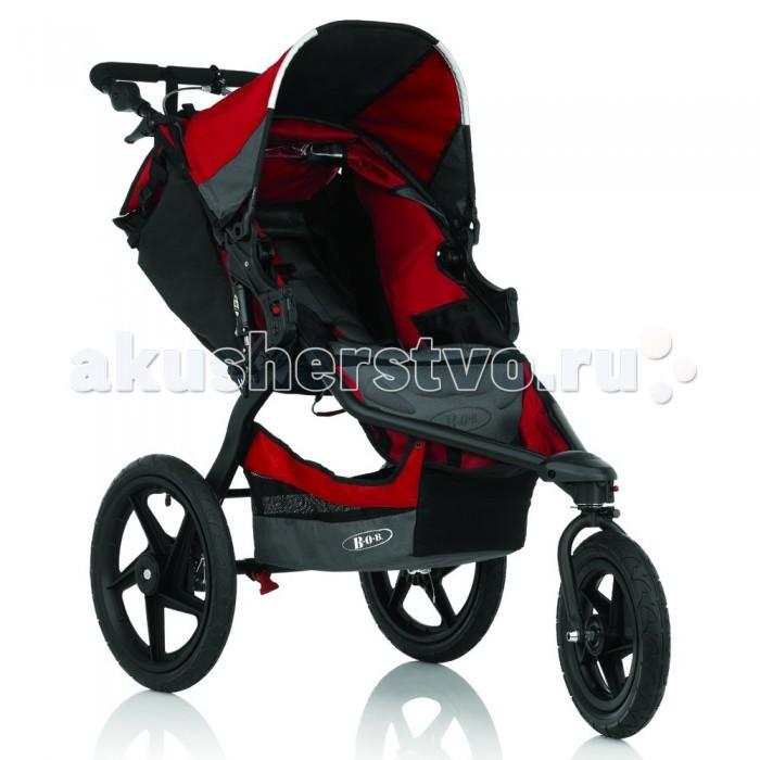 Прогулочная коляска BOB Revolution PRORevolution PROПрогулочная коляска BOB Revolution PRO имеет поворотное переднее колесо, обеспечивающее непревзойденную маневренность на любой дороге.  Она идеально подходит для пробежек и катания на роликах, а также для ежедневных прогулок с ребенком по городу. Предназначена для детей до 3 лет.  Прогулочный блок: предназначен для детей от 6 месяцев съемное сидение с глубокой посадкой сидение раскладывается в лежачее положение удобная подножка регулируемый капюшон со смотровым окошком  5-ти точечные ремни безопасности с мягкими накладками водоотталкивающие, дышащие, прочные, гипоаллергенные ткани многопозиционный капюшон отделения для хранения вещей. Два внутренних кармана на сидении, один большой карман на спинке сидения и большая багажная корзина под сидением максимальная грузоподъёмность: ребенок - до 17 кг, наполнение корзины - до 4 кг, наполнение кармана - до 1 кг.  Ручка: регулируется по высоте на самой ручке есть специальный держатель, который одевается руку. Вы будете уверены - коляска не убежит далеко.  Колеса: пневматические с ниппелями автомобильного типа переднее поворотное с фиксацией великолепно подходит для быстрого маневрирования и крутых поворотов; зафиксируйте его в прямом положении, чтобы сделать коляску более устойчивой амортизаторы на цилиндрических пружинах с сердечником из упругих полимеров обеспечивают длину хода 7,5 см.  Шасси: облегченный алюминий новая конструкция рамы. Черная рама коляски обладает стильным и спортивным дизайном, а также имеет плавные обтекаемые формы высокопроизводительные элементы подвески для плавной езды отличная амортизация барабанный ручной тормоз. Новый тормоз обеспечивает дополнительное торможение прочная стальная рукоятка и блокировочный штифт для переключения между городским и спортивным режимом компактная система складывания, простой механизм сложения.  Общие размеры коляски: в разобранном виде (вxдхш)  87-117х117-131х65 см в собранном виде (вхдxш)  30х90х65 см.<br>
