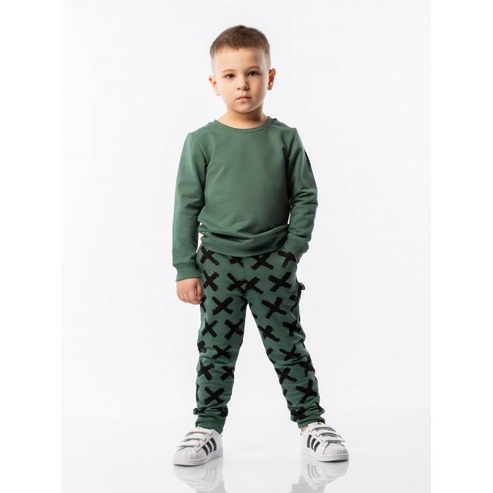 Bodo Комплект (свитшот+брюки) 11-100UКомплекты детской одежды<br>Bodo Комплект (свитшот+брюки) 11-100U. Свитшот без застежек, округлый вырез горловины, полуприлегающий покрой, брюки-джоггеры, низ на манжетах.  Состав: футер двунитка 95% хлопок 5% лайкра. Унисекс.