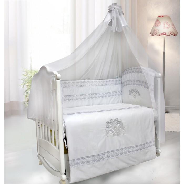 Комплект в кроватку Bombus Инфанта (7 предметов)Инфанта (7 предметов)Необыкновенно нежный и, в то же время, роскошный комплект в кроватку Инфанта порадует Вашего малыша и маму.  Такой комплект с невероятно изысканным дизайном украсит детскую кроватку и подарит вашему малышу спокойный сон и отдых.  Комплект выполнен из шелковистого сатина. Вы по достоинству оцените высокую износостойкость, надежность и долговечность этого текстильного материала. Сатин – полностью натуральный и экологически безопасный материал, прекрасно подходящий для комплектов постельного белья новорождённым детям. На бортике в изголовье и на одеяле выполнена эксклюзивная 3D вышивка, выполненная серебряными нитями. Очарование этому комплекту придают серебряные кружева, которыми украшены бортики и пододеяльник этого комплекта. Нежный балдахин изготовлен из мягкой вуали и украшен вверху бантом.  Это элегантный и красивый аксессуар для детской кроватки. Создает ощущение уюта и красоты.   Здоровый сон вашему малышу будет обеспечен с этим великолепным комплектом!  Комплект состоит из 7 предметов:   пододеяльник на молнии (148 см х 110 см) одеяло (145 см х 108 см) борт на всю кроватку со снимающимися чехлами на молнии (360 см х 40 см) подушка (40 см х 60 см)  наволочкой (40 см х 60 см)  простыня на резинке (100 см х 150 см) балдахин (400 см х 175 см)  Материал: 100% хлопок (сатин) Наполнитель: холлкон гипоаллергенный и всесезонный. Производитель оставляет за собой право изменять рисунки на ткани.<br>