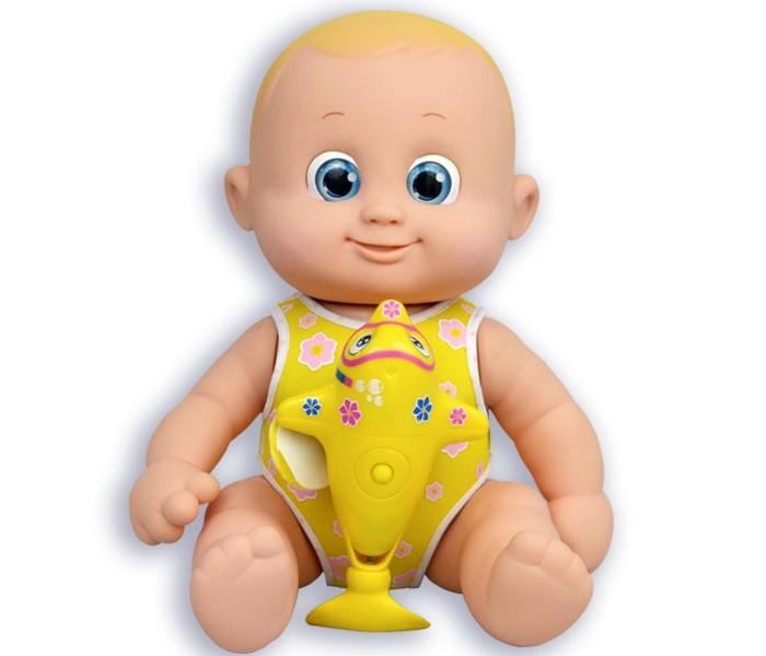 Bouncin Babies Кукла плавающая с дельфином 35 смКуклы и одежда для кукол<br>Bouncin Babies Кукла плавающая с дельфином 35 см создана специально для девочек, которым так необходима маленькая подружка.   Дети с удовольствием играют с куклами, которые так похожи на настоящего малыша, вместе с ними учатся ползать и делать первые шаги, купаются в ванной, качаются в кроватке и озорничают как настоящие маленькие дети.  Водные процедуры – одно из самых любимых занятий куколки. Малышам очень нравится плавать вместе с дельфинами.  Плавающая куколка Bouncin' Babies предназначена для игры на воде и на суше. Может плавать на животе и на спине, когда к ней прикреплена фигурка дельфина.  Вставьте батарейки в туловище дельфина. Управляйте дельфином с помощью кнопки на его туловище. Фигурка дельфина крепится к туловищу куколки с помощью специального открывающегося отверстия на животе куклы.   Необходимо привести руки и ноги куколки в правильное положение, поворачивая их до характерного щелчка. Они должны соединиться с механизмом дельфина. Существует несколько позиций для соединения.  Особенности: у куклы подвижные голова, руки и ноги есть специальное устройство на животе, к которому прикрепляется фигурка дельфина дельфин может плавать в воде отдельно Состав игрушки: кукла дельфин Внимание! Для работы фигурки дельфина необходимы 2 батарейки 1,5V ААA LR03, в комплект не входят!