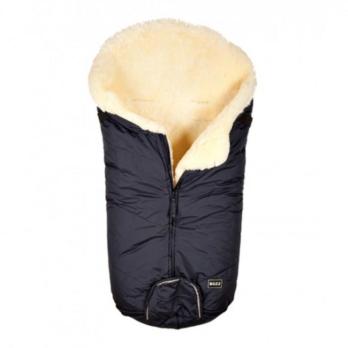 Зимний конверт BOZZ с коротким ворсомс коротким ворсомКонверт из овчины с коротким ворсом BOOZ – необычайно теплый и уютный, он согреет Вашего малыша даже в самую холодную погоду, обеспечив ему максимальную степень комфорта и уюта! Внутренняя сторона конверта выполнена из овчины с коротким ворсом. Удобная застежка-молния позволяет полностью расстегивать конверт, облегчая тем самым процесс одевания его на ребенка. Конверт из овчины BOOZ – лучший выбор всех современных родителей.  Материалы: внешняя ткань - 100% нейлон, водо и грязеустойчивая внутренняя ткань - 100% овчина. Цельная шкура овчины. Бережная выделка овчины, сохраняющая природные свойства ланолина, находящегося в овчине – натурального антисептика, который обладает противовоспалительными и антиаллергическими свойствами. Естественный окрас меха после процесса дубления, без использования красителей  Основные характеристики: можно использовать с рождения в коляске-люльке, а также закрепить его в прогулочной коляске одна молния, проходящая по середине конверта конверт можно полностью развернуть и использовать как коврик для игр или одеяльце подходит к коляскам и автокреслам есть прорези для 3-х и 5-ти точечных ремней безопасности сверху конверт можно стянуть с помощью специального шнурка (он прячется в специальный карман) рекомендуемый уход: влажная химчистка с использованием специальных средств для овчины  Размеры (дхш):  95х45 см<br>