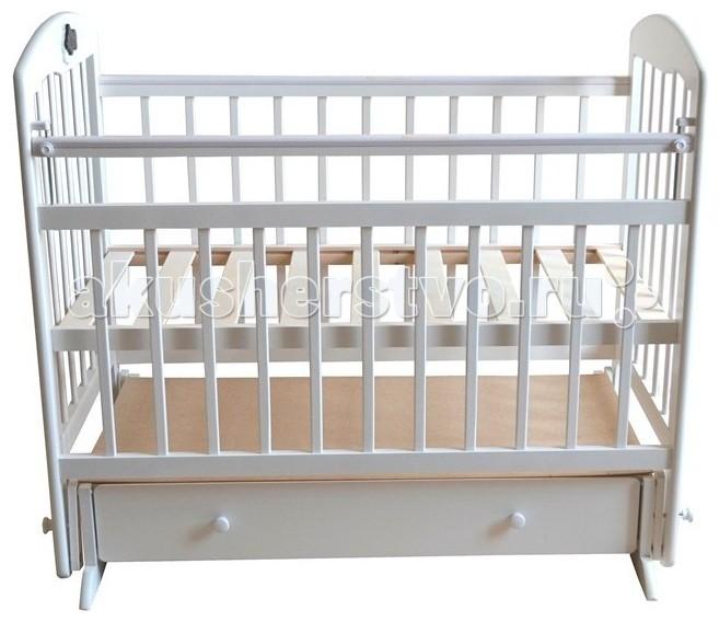 Детская кроватка Briciola - 8 маятник поперечный- 8 маятник поперечныйДетская кроватка Briciola-8 маятник поперечный будет красиво и гармонично смотреться при любой направленности дизайна интерьера. Помимо эстетических характеристик, модуль отличается практичностью и функциональным совершенством.  Особенности: Размеры ложа: 120х60 см Кроватка изготовлена из массива березы – это натуральный экологически чистый материал Раскачивание кроватки воспроизводится при помощи поперечного маятника, также имеются специальные фиксаторы, которые блокируют кровать в ровном положении Боковая стенка легко снимается, обеспечивая быстрый доступ к ребенку Боковая оградка также опускается по высоте  Имеется накладка ПВХ Ложе регулируется в двух уровнях по высоте Боковые стенки представлены ламелями, которые расположены друг от друга на достаточном расстоянии, чтобы между ними не застревали ручки и ножки малыша. Кроме того, ламели обеспечивают постоянный приток свежего воздуха к малышу, а также позволяют присматривать за ребенком В нижней части изделия располагается удобный выдвижной ящик с защитой от непреднамеренного выпадения Детская кроватка Briciola-8 – это надежность и комфорт по доступной стоимости Полное отсутствие острых деталей, которые могут нести потенциальную опасность для крохи<br>