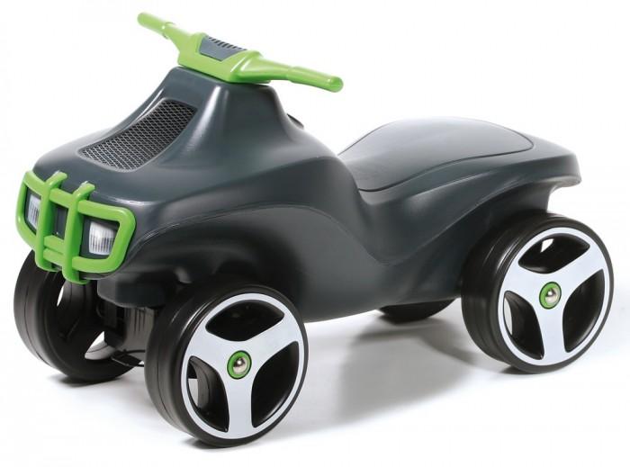 Каталка Brumee CrazeeCrazeeКаталка Brumee Crazee отличный транспорт для малышей, недавно научившихся ходить. Лёгкая конструкция без острых краёв и углов, большие надёжные колёса, сочные расцветки – продукция Brumee отличается высоким качеством, практичностью и удобством в использовании как для детей, так и для родителей.   Особенности: cтильный квадроцикл-каталка для малыша материалы: металл, пластик лёгкая, прочная и стабильная конструкция отсутствие острых углов сводит к минимуму риск случайных царапин и ушибов защита металлических деталей и устойчивость к УФ-излучению – каталка прослужит долго, сохраняя функциональность и яркий внешний вид удобный руль эргономичное сиденье обеспечивает комфортную посадку надёжные колёса на металлических осях в комплект входят наклейки дополнительно можно приобрести прицеп для квадроцикла. Выдерживает вес до 60 кг. Колеса сделаны из высокопрочного пластика, которые не царапают и не оставляют следов на любом покрытии пола В комплект входят два варианта наклеек: фары и глазки Каждая модель оснащена пищалкой Устойчивая стабильная конструкция, не позволяющая ребенку перевернуться<br>
