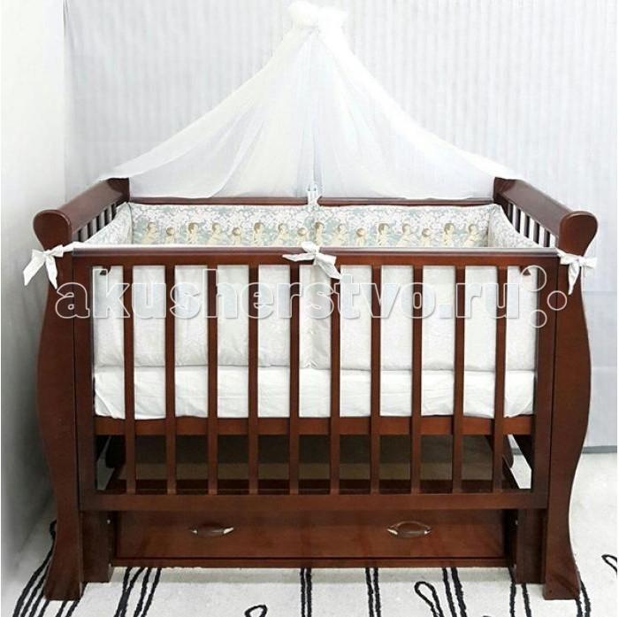 Детская кроватка ByTwinz Венеция-1Венеция-1Детская кроватка ByTwinz Венеция-1 с маятниковым механизмом продольно-поперечного качания выполнена в эксклюзивном стиле. Родители по достоинству оценят качество и комфорт системы, ее удобство и практичность. Кроватка лишена неоправданной объемности, так что отлично впишется даже в самую компактную детскую комнату.  Особенности: 2 уровня положения спального дна реечное дно для хорошего воздухообмена универсальный маятник (продольное и поперечное качание) безопасное расстояние между рейками силиконовые накладки для зубов малыша опускающаяся стенка вместительный ящик нет острых углов тщательно отполированная поверхность покрытие - нетоксичные лаки и краски на водной основе  Кроватка производится в соответствии с европейскими стандартами качества из экологичных и безопасных для ребенка материалов: массива сосны.  Размеры: кроватка: 125x70x104 см ложе: 120х60 см<br>