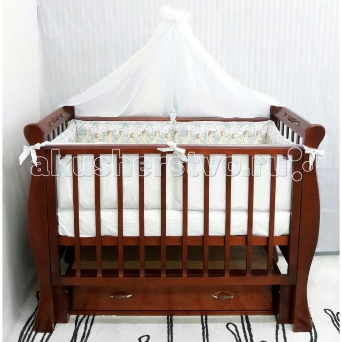 Детская кроватка ByTwinz ВенецияВенецияДетская кроватка ByTwinz Венеция с маятниковым механизмом продольно-поперечного качания выполнена в эксклюзивном стиле, украшена стразами Swarovski и аппликацией. Родители по достоинству оценят качество и комфорт системы, ее удобство и практичность. Кроватка лишена неоправданной объемности, так что отлично впишется даже в самую компактную детскую комнату.  Особенности: универсальный маятник реечный ортопедический подматрасник регулируемое - 3 положения по высоте силиконовые накладки-грызунки в основании есть вместительный бельевой ящик закрытого типа передняя автостенка плавно опускается при нажатии на кнопки по бокам  Кроватка производится в соответствии с европейскими стандартами качества из экологичных и безопасных для ребенка материалов: массива березы.  Размеры: кроватка: 125x68x100 см ложе: 120х60 см<br>