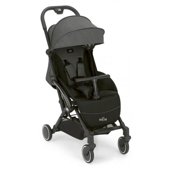 Прогулочная коляска CAM Cubo EVOПрогулочные коляски<br>Cam Коляска Cubo EVO  Легкая и комфортная коляска в стильном дизайне подходит для ежедневных прогулок с малышом на свежем воздухе, для дальних путешествий или шоппинга.  Особенности: Суперлегкая (всего 6,8 кг).  Алюминиевые шасси. Спинка регулируется в нескольких положениях (подходит с рождения).  Широкое и удобное место для сидения.  Система складывания одной руой находится на ручке.  5-точечные ремни безопасности с мягкими вставками.  Регулируемые ручка и подставка под ножки.  Съемный бампер. Передние поворотные колеса с системой блокировки централизованные тормоза.  Мягкая подвеска. Корзина для покупок.  Ультракомпактная система складывания, можно перевозить в салоне самолёта устойчива стоит в сложенном состоянии.