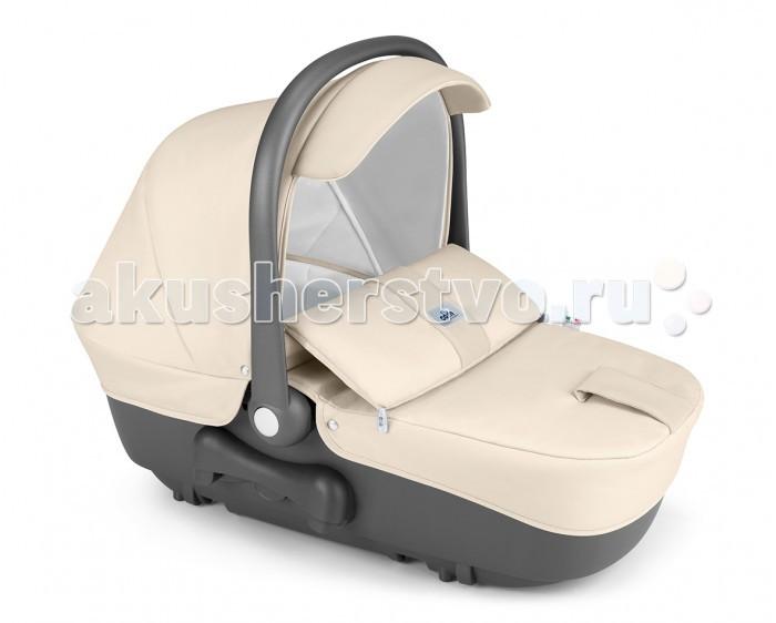 Люлька CAM CoccolaCoccolaЛюлька CAM Coccola идеальна для новорожденного. Объемная и просторная, она обеспечит малышу комфорт и удобство во время прогулки. Люлька легко устанавливается на шасси коляски и может быть использована в автомобиле, опционально с Safety Car Kit.  Можно использовать для Twin Pulsar, Fluido Allegria , не только для коляски, но и как люльку и автокресло.  Особенности: предназначена для детей в возрасте от 0 до 6 месяцев люлька сделана из пластика, внутри никаких выступающих деталей, все внутренние покрытия из 100% хлопка, что создает отличную вентиляцию обивка съемная и может стираться в щадящем режиме при 30 градусах широкое комфортное спальное место, оснащено ремнями безопасности люльку можно использовать как качалку (предусмотрены специальные полозья) жесткая полукруглая регулируемая ручка, с помощью которой можно перемещать ребенка вместе с люлькой в удобное место. Имеет специальное нескользящее покрытие дно люльки вентилируемое подголовник, который поднимается при помощи специального рычага и устанавливается в 3 положениях (наклон до 45 градусов), удобно при кормлении малыша чехол и матрасик сделаны из синтетического материала спальная часть оснащена съемным летним и дополнительным зимним капюшоном, оснащенным встроенной москитной сеткой люлька имеет систему QUICKY, которая позволяет одним движением снимать и устанавливать на шасси можно использовать в автомобиле со специальным креплением Car Safety Kit. Размеры и вес: Размеры в разложенном виде (шxдхв): 34,3x83,5x21 см Вес: 5 кг.<br>