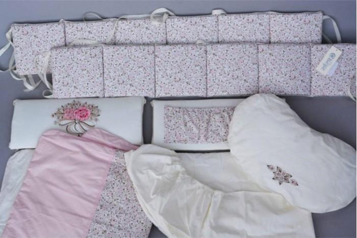 Комплект в кроватку Chepe Французский прованс (6 предметов)Французский прованс (6 предметов)Комплект в кроватку Chepe Французский прованс (6 предметов) предназначено для детей с рождения.  В комплекте 6 предметов:  бампер одеяло пододеяльник подушка-боб наволочка простыня овальная Материал изготовления: 100% хлопок, наполнитель - полиэфир.  Размер спального места (ДхШ): 125 х 75 см<br>