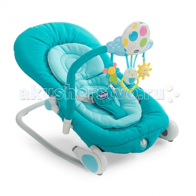 Chicco Кресло-качалка BalloonКресло-качалка BalloonChicco  Кресло-качалка Balloon позволяет ребенку чувствовать себя в полном комфорте при отдыхе, заставляя его чувствовать себя так безопасно, как будто он у вас на руках и развлекается веселой игрой.   Оснащен интерактивной игрушкой и мерцающими огоньками, звуки позволяют ребенку развлекаться и расслабляться. Вы можете выбрать различные звуки природы, успокаивающий колыбельные мелодии или веселую мелодию. Вы также можете записать сообщение протяженностью 30 секунд, чтобы ребенок слышал ваш голос!   В модуле есть три милые подвески для стимулирования тактильного развития и психологическая ребенка.  Кроме того, модуль может быть отсоединен и использоваться в качестве мобиля для кроватки.  Качалка имеет вкладыш для новорожденных и меняются на 3-и различные модификации, чтобы расти вместе с ребенком от 0 до 6 месяцев.  По мере роста ребенка, подушка и/или ремешки могут быть удалены.  Спинка кресло-качалки регулируется в 4-х различных положениях.  Из статичного положения (шезлонга) легко превращается в кресло-качалку, стоит только спрятать ножки.  Оснащен функцией вибрации, которая мягко расслабляет ребенка.  Легко складывается и удобен для переноски, благодаря двум специальным лямкам, самое компактное кресло-качалка.  Элементы питания 2 х AA, 1 x LR20 1.5V (нет в комплекте) Рассчитана на малышей от рождения до 9 кг (9 месяцев).  Размер в открытом виде: (Д x Ш x В) 78 x 43 x 32/62 см Размер в сложенном виде: (Д x Ш х В) 80 x 17 х 43  Вес: 4.2 кг<br>