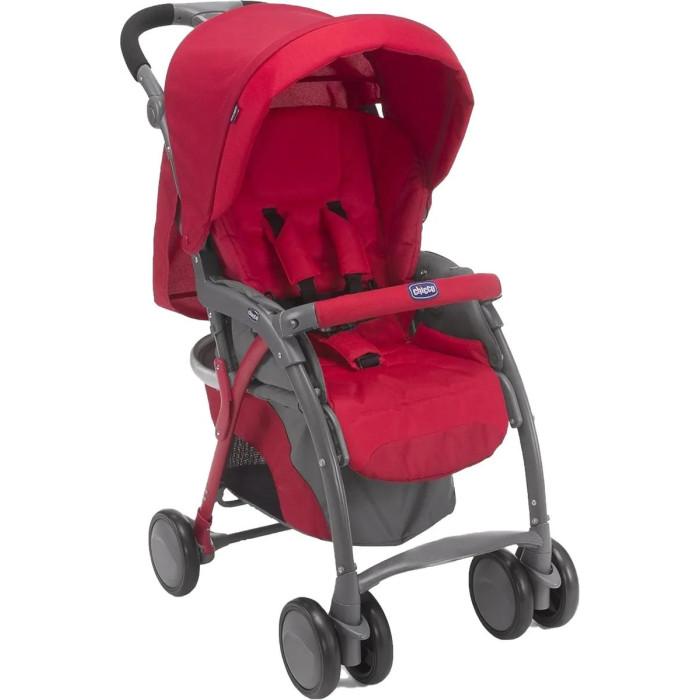 Прогулочная коляска Chicco Simplicity TopSimplicity TopПрогулочная коляска Chicco Simplicity Top — прогулочная коляска для детей от 6 месяцев от одного из самых известных европейских производителей. Высокая функциональность обеспечена возможностью изменения уровня наклона спинки и подножки.  Коляска легко управляема, устойчива на дороге, маневренна благодаря наличию поворотных передних колес. Данную модель можно взять в путешествие, ведь она имеет небольшой вес и занимает совсем немного места в сложенном виде. В комплекте все необходимые на случай непогоды аксессуары: дождевик, накидка на ножки, сумка, также имеется вместительная тканевая корзина для покупок.  Шасси: Пластиковые колеса Фиксируемые поворотные сдвоенные передние колеса Регулируемая по высоте и углу наклона ручка Рама из алюминиевых трубок Возможность складывания одной рукой Большая текстильная корзина для покупок Ручка для переноски в сложенном виде Устойчива в сложенном виде Возможность установки автокресла Chicco Key Fit на раму.   Прогулочный блок: Регулируемая в 4 положениях до полностью горизонтального положения спинка 5-титочечные ремни безопасности с мягкими плечевыми накладками Двойной бесшумный капюшон со смотровым окошком Съемная перекладина перед ребенком Съемная накидка на ноги.  Размеры: в разобранном виде 77 х 50 х 106 см в собранном виде 28 х 50 х 82 см Вес 8 кг.<br>