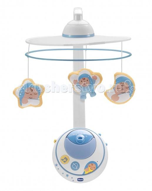 Мобиль Chicco Волшебные звездыВолшебные звездыМобиль Волшебные звезды Chicco  Изображение проецируется не только на сам мобиль, но и на потолок детской комнаты, окутывая волшебной магией и новорожденного, и его маму с папой.    Эта волшебная атмосфера сопровождает и в более старшем возрасте. Достаточно снять крепление с мобиля и он становится очень удобным музыкально-световым проектором для детской кроватки с мягко светящимися огоньками и богатым выбором приятных мелодий.   С помощью удобных, легко заметных кнопок на передней панели мобиля можно выбирать либо классические, либо современные музыкальные отрывки в стиле нью-эйдж.   Стоит малышу заплакать и мобиль для детской кроватки Волшебные звезды включится автоматически, успокаивая его.    Инфракрасный пульт дистанционной управления позволяет родителям включать мобиль для детской кровати на расстоянии.   Особенности:  движущиеся проекционные изображения 2 музыкальных стиля: классический, современный Нью Эйдж звуковой сенсор для автоматического включения инфракрасный пульт дистанционного управления<br>