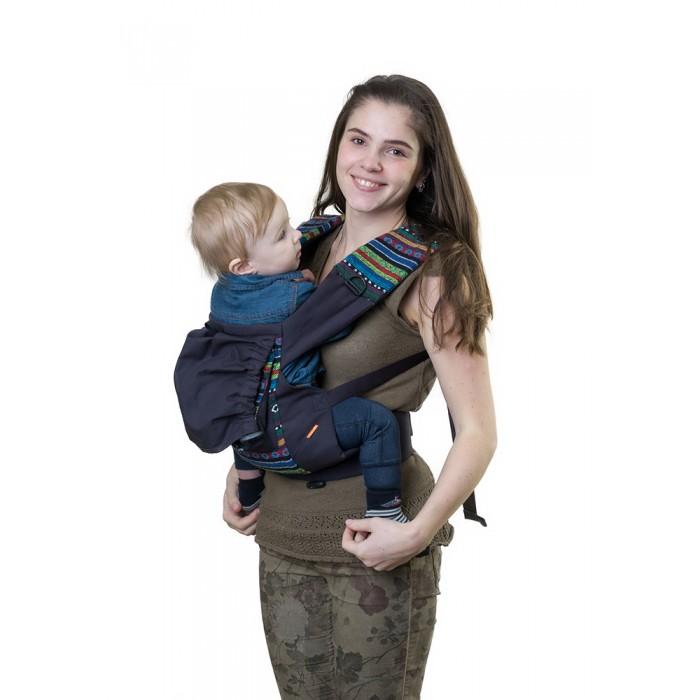 Рюкзак-кенгуру Чудо-чадо Слинг-рюкзак УичолиСлинг-рюкзак УичолиСлинг-рюкзак Уичоли Чудо-чадо  Уичоли – это племя индейцев, которые носят множество вышитых сумочек и вообще любят слинги, сумки, такачество и вышивку. За это антропологи назвали Уичолей «племенем художников».  Стильный дизайн Мы выбрали самую жизнерадостную и стильную ткань, какую только смогли найти. Рюкзак несёт дух свободы и позитива. С ним и мама, и малыш будут чувствовать себя уверенно и комфортно. Уичоли - классический слинг-рюкзак в этно-стиле.  6 расцветок на любой вкус Спокойные и яркие, для папы и для мамы, к разным нарядам – каждый может выбрать слинг-рюкзак себе по вкусу.  100% хлопок твил Натуральные ткани традиционно используют для детских изделий. Дышащий, гипоаллергенный, износостойкий и простой в уходе твил отлично подходит для слинг-рюкзака «Уичоли». Мягкий твил внутри рюкзака не натрет нежную кожу малыша.  Улучшенный крой Мы думаем о свободолюбивых малышах и внесли небольшие изменения в крой, теперь рюкзак меньше стесняет ручки ребёнка.  Продуманная конструкция По верхнему краю рюкзака сделан мягкий валик, что бы спинке малыша было комфортно. Мягкие края сиденья не врезаются в ножки, около лямок так же проложен синтепон для мягкости. Широкий пояс помогает правильно распределить вес и разгружает спину. Все крепления лямок и края сиденья дополнительно усилены. Продуманные детали: есть карман для мелочей и капюшон.  Прочные лямки В лямках рюкзака в качестве наполнителя использована специальная пенка. Она хорошо держит форму, устойчива к самой интенсивной эксплуатации и не подвержена разрушению под воздействием воды, моющих средств и ультрафиолетовых лучей.  Дополнительный аксессуар – рюкзак  в цвет Вечная проблема, куда положить кошелёк, телефон и ключи теперь решена. Приобретите вместе со слинг-рюкзаком сумку для мамы «Уичоли» и не ломайте голову как распихать всё по карманам. Сумка для мамы так же выполнена в стиле «кантри». Мы использовали минимум фурнитуры, чтобы подчеркнуть простоту