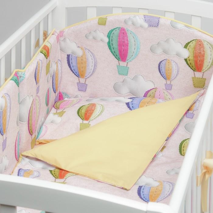 Комплект в кроватку Colibri&Lilly Journey in Clouds (6 предметов)Комплекты в кроватку<br>Комплекты в кроватку ColibriLilly Journey in Clouds (6 предметов) весь текстиль быстро и удобно снимается, постельные принадлежности выдерживают большое количество стирок, что так важно для современных мам и их малышей.  Хлопок абсолютно гипоаллергенен и безопасен для малыша и позволяет нежной коже дышать, прекрасно впитывая влагу.  Состав комплекта: Защитный бортик (принт коллекции) - 360 x 30 см, состоит из 4х частей Наволочка (принт коллекции) 62 x 32 см Пододеяльник (принт коллекции) 132 x 102 см Простыня на резинке (однотонная) для кроватки 120 x 60 см Подушка 60 х 30 см Одеяло 130 х 100 см