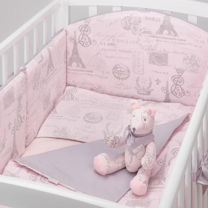 Комплект в кроватку Colibri&amp;Lilly Paris (4 предмета)Paris (4 предмета)Комплекты в кроватку Colibri&Lilly Paris (4 предмета) весь текстиль быстро и удобно снимается, постельные принадлежности выдерживают большое количество стирок, что так важно для современных мам и их малышей.  Хлопок абсолютно гипоаллергенен и безопасен для малыша и позволяет нежной коже дышать, прекрасно впитывая влагу.  Состав комплекта: Защитные бортики-подушки на весь периметр кроватки – бортик состоит из 4-х частей: 2 части по 4 подушки и 2 части по 2 подушки. Размер каждой подушки - 28 x 28 см Наволочка (принт коллекции) 62 x 32 см Пододеяльник (принт коллекции) 132 x 102 см Простыня на резинке (однотонная) для кроватки 120 x 60 см<br>
