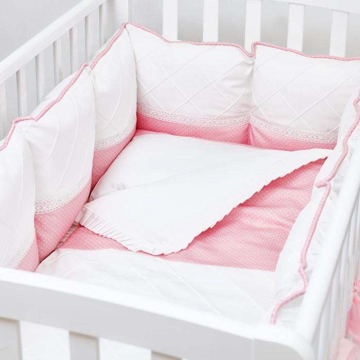 Комплект в кроватку Colibri&Lilly Pink Panther Pillow (4 предмета)Комплекты в кроватку<br>Комплекты в кроватку ColibriLilly Pink Panther Pillow (4 предмета) весь текстиль быстро и удобно снимается, постельные принадлежности выдерживают большое количество стирок, что так важно для современных мам и их малышей.  Хлопок абсолютно гипоаллергенен и безопасен для малыша и позволяет нежной коже дышать, прекрасно впитывая влагу.  Состав комплекта: Защитный бортик (принт коллекции) - 360 x 30 см, состоит из 4х частей Наволочка (принт коллекции) 62 x 32 см Пододеяльник (принт коллекции) 132 x 102 см Простыня на резинке (однотонная) для кроватки 120 x 60 см