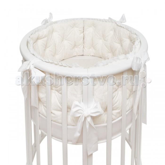 Комплект в кроватку Colibri&Lilly Rafaello Round (7 предметов)Комплекты в кроватку<br>Комплекты в кроватку ColibriLilly Rafaello Round (7 предметов) весь текстиль быстро и удобно снимается, постельные принадлежности выдерживают большое количество стирок, что так важно для современных мам и их малышей.  Хлопок абсолютно гипоаллергенен и безопасен для малыша и позволяет нежной коже дышать, прекрасно впитывая влагу.  Состав комплекта: Защитные бортики - подушки по всей окружности круглой кроватки 75 х 75 см и овальной кроватки  125 х 75 см (принт коллекции). Бортик состоит из 6 прямоугольных подушек. Пододеяльник (принт коллекции) 132 х 102 см Наволочка (принт коллекции) 62 х 32 см Простыня на резинке для круглой кроватки 75 х 75 см (однотонная)  Простыня на резинке для овальной кроватки 125 х 75 см (однотонная) Подушка 60 х 30 см Одеяло 130 х 100 см