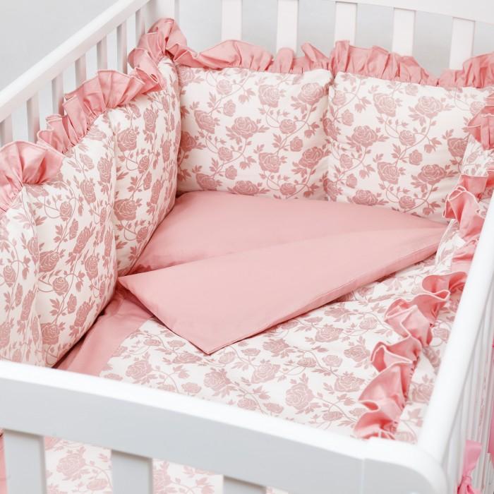 Комплект в кроватку Colibri&Lilly Royal Rose (6 предметов)Комплекты в кроватку<br>Комплекты в кроватку ColibriLilly Royal Rose (6 предметов) весь текстиль быстро и удобно снимается, постельные принадлежности выдерживают большое количество стирок, что так важно для современных мам и их малышей.  Хлопок абсолютно гипоаллергенен и безопасен для малыша и позволяет нежной коже дышать, прекрасно впитывая влагу.  Состав комплекта: Защитный бортик (принт коллекции) - 360 x 30 см, состоит из 4х частей Наволочка (принт коллекции) 62 x 32 см Пододеяльник (принт коллекции) 132 x 102 см Простыня на резинке (однотонная) для кроватки 120 x 60 см Подушка 60 х 30 см Одеяло 130 х 100 см