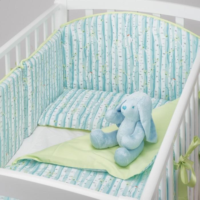Комплект в кроватку Colibri&Lilly Spring Grove (4 предмета)Комплекты в кроватку<br>Комплекты в кроватку ColibriLilly Spring Grove (4 предмета) весь текстиль быстро и удобно снимается, постельные принадлежности выдерживают большое количество стирок, что так важно для современных мам и их малышей.  Хлопок абсолютно гипоаллергенен и безопасен для малыша и позволяет нежной коже дышать, прекрасно впитывая влагу.  Состав комплекта: Защитный бортик (принт коллекции) - 360 x 30 см, состоит из 4х частей Наволочка (принт коллекции) 62 x 32 см Пододеяльник (принт коллекции) 132 x 102 см Простыня на резинке (однотонная) для кроватки 120 x 60 см