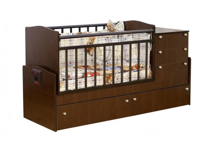Кроватка-трансформер Daka Baby 05 (поперечный маятник)05 (поперечный маятник)Кровать-трансформер Daka Baby 05. Кровать с маятниковым механизмом поперечного качания подходит для детей с рождения и до роста 170 см. Поперечный маятник бережно укачивает новорожденного, а небольшой пеленальный столик, расположенный прямо рядом с кроваткой, обеспечивает удобство во время гигиенических процедур или переодевания как для малыша, так и для мамы.   Особенность данной модели в ее функциональности. Когда кроха научится самостоятельно ходить, и его нужно будет приучать к собственной кровати - Вы легко трансформируете детскую кроватку в удобный диванчик, просто сняв боковую стенку. Малыш самостоятельно будет забираться в кроватку. А когда ребенок станет еще чуть старше, Вы сможете организовать для него полноценное спальное место-диван.   Особенности: Из массива твердолиственных пород древесины (береза). Гипоаллергенное лаковое/эмалевое покрытие на водной основе. Маятниковый механизм поперечного качания (без фиксатора). Кроватка имеет 3 боковых и 2 нижних вместительных ящика на выдвижных направляющих. Опускающаяся боковина. Ортопедическое ложе имеет 2 положения по высоте. Пластиковые накладки-грызунки с двух сторон. Возможность установки комода как справа, так и слева. Стильный и эргономичный дизайн кроватки подойдет ко многим интерьерным решениям как детской, так и любой другой комнаты.  Размеры: размер кровати: 183х64х89 см размер ложе: 120х60/170х60<br>