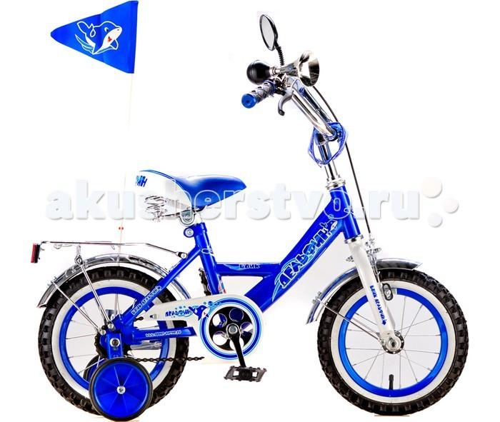 Велосипед двухколесный Дельфин с флажкомс флажкомВелосипед двухколесный Дельфин представляет собой удобное транспортное средство, которое позволит ребенку с удовольствием прокатиться в погожий денек. Для того, чтобы привыкнуть к езде на двухколесной модели, к велосипеду были присоединены два дополнительных колесика уменьшенных размеров. Когда ребенок успеет освоиться, их можно будет благополучно открепить.  Прочная стальная рама обеспечит хорошую износостойкость, а качественный материал колес гарантирует отсутствие разрывов во время поездки.  Велосипед оборудован передним ручным тормозом. Его ручки покрыты мягким материалом, который обезопасит ладони и пальцы от появления мозолей. К ручке подсоединено зеркало заднего вида, установленное на гибкой перекладине с регулируемой формой. На руле установлены флажок и гудок, посредством которого можно издавать звуковые сигналы.   Особенности: удобное сидение, обтянутое прочным кожзаменителем металлическая рама цепь закрыта специальной крышкой широкие педали регулируется высота руля и сидения задний тормоз ножной, передний тормоз ручной звонок зеркало заднего вида впереди расположен багажник крылья над колесами пластмасовые  катафоты (светоотражатели) дополнительные страховочные колесики крепятся к заднему колесу, при необходимости их можно снять - 2 шт.  колеса надувные: резиновая покрышка и камера<br>