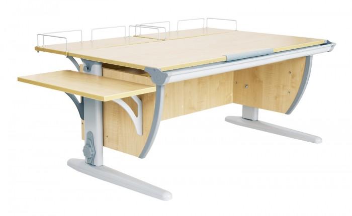 Дэми Стол универсальный трансформируемый СУТ.15-02 (столешница клен)Стол универсальный трансформируемый СУТ.15-02 (столешница клен)Дэми Стол универсальный трансформируемый СУТ.15-02 (столешница клен) - это парта со столешницей 120 см, дополненная двумя задними приставками и боковой приставкой, которая является универсальной и крепится по желанию как справа, так и слева к парте, что по достоинству оценят родители как левшей, так и правшей, да и сами детки. Размер парты Дэми СУТ 15-02 с учетом приставок -145 см x 80 см. Про задние приставки и их удобство в использовании,  мы подробно писали в описании к модели СУТ 15-01, говоря же о боковой приставке хочется добавить, что это незаменимое подручное пространство, на котором можно хранить любую мелочь, которая при наклоне столешницы останется неподвижной. Например при рисовании, школьник разместит там стакан с водой и кистями.  Боковая приставка крепится чуть ниже уровня столешницы в соответсвующие штатные разъемы боковинок парты. Иными словами, приставка к парте-это удобная, продуманная дополнительная рабочая поверхность для ученического стола Деми.  Детская парта Деми СУТ 15-02 имеет 9-ти ступенчатый механизм наклона столешницы производства Shatti (Германия). Занимаясь за школьной партой Деми, ребенок выбирает оптимальный угол наклона столешницы от 0 до 26° в зависимости от того рисует он, читает или пишет. Комплект СУТ 15-02 можно купить как для первоклассника, так и для подростка, ведь школьная парта СУТ 15-02, как и все модели парт Деми, адаптируется под рост ребенка от 110 до 198 см, а благодаря удачным цветовым решениям, растущая парта впишется в интерьер любой квартиры.  Производитель Деми позаботился о том, чтобы парта стала любимым предметом в детской как для мальчика, так и для девочки, предусмотрев исполнение всех моделей парт Дэми в сером, синем и розовом, зеленом и оранжевом цвете. Столешница, выполненная из экологически чистого ЛДСП, классически выпускается в двух цветах: клен (светлый) и яблоня (темный). 