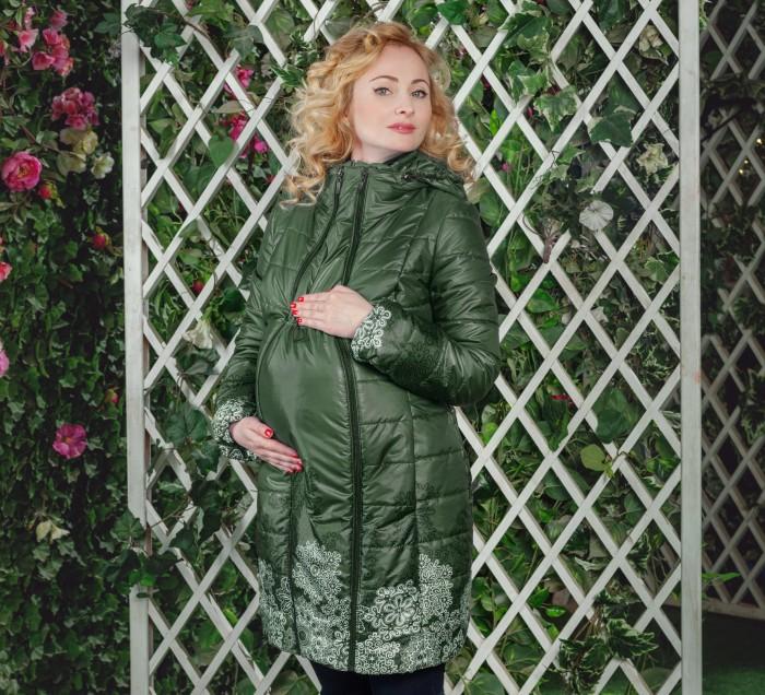 Diva Outerwear Слингокуртка демисезонная 4 в 1Слингокуртка демисезонная 4 в 1Diva Outerwear Слингокуртка демисезонная 4 в 1 – обычная демисезонная куртка + слингокуртка с возможностью слингоношения спереди и за спиной + куртка для беременных Демисезонная куртка с возможностью заплечного слингоношения итальянской марки Diva Outerwear отличается оригинальным европейским  дизайном и хорошо продуманными деталями конструкции, обеспечивающими комфортное слингоношение.   Удлиненный силуэт куртки защитит не только от холода, но и ветра, а практичная моющаяся поверхность позволит без труда избавиться от загрязнений. Куртка легкая, но благодаря качественному утеплителю Shelter* ее можно носить до -10 градусов.  В комплекте: Съемная слинговставка для ношения вместе с ребенком. Специальные кулиски регулируют размер слинговставки и позволяют ей максимально повторить контуры тела ребенка и обеспечить более тщательное прилегание. Съемная манишка для мамы, для защиты шеи мамы при ношении куртки с ребенком. Кулиска по верху ворота обеспечивает хорошую регулировку манишки для защиты от сильного ветра. Съемный детский капюшон, защищает шею, плечи и голову ребенка от холода, мороза и ветра. Возможно носить куртку как с ним, так и без него. Съемная вставка для беременных позволяет носить куртку с комфортом вплоть до родов.  Особенности: Температурный режим: от +10 до -10 Встречные молнии по всей длине вставки для доступа к ребенку: в любой момент можно, не расстегивая куртку, поправить намотку либо покормить ребенка. Эластичный пояс с пряжкой отлично моделирует фигуру при использовании слинговставки как для ношения ребенка спереди, так и за спиной, благодаря возможности его застегивания как спереди, так и сзади. Ремешок для фиксации капюшона мамы в свернутом состоянии для безопасности при ношении ребенка за спиной. Длина рукавов регулируется при помощи отворотов. Кулиска на капюшоне мамы позволяет присобрать его при ношении куртки с ребенком, чтобы края ворота не торчали.  Потайная молн