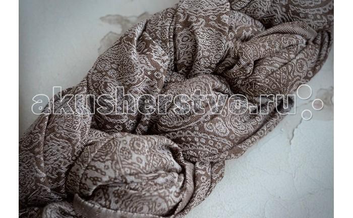 Слинг Ellevill Paisley с кольцами, хлопок-бамбук M (2.1 м)Paisley с кольцами, хлопок-бамбук M (2.1 м)Ellevill - это слинг-шарфы и слинги с кольцами из Норвегии. Разработанные на основе традиционных норвежских орнаментов и выполненные вручную, слинги быстро завоевали популярность по всему миру. Они покоряют своим прекрасным дизайном и универсальностью в носке: слинги Ellevill подходят для всех возрастов (и для новорожденных, и для подросших деток), и для всех сезонов.  Слинги Ellevill производятся вручную, из ткани, специально разработанной для ношения детей. Эта ткань - специального жаккардового диагонального плетения, она очень хорошо тянется по диагонали, но почти не тянется по вертикали и горизонтали. Она как бы обнимает малыша и обеспечивает наибольший комфорт в носке.  Ellevill Paisley - это уникальные шарфы с содержанием бамбука: 50% хлопок, 50% бамбук. Нежное бамбуковое волокно придает шарфу шелковистость и особенную мягкость. Ellevill Paisley подходит как для новорожденных, так и для подросших детей.  Слинг с кольцами (ССК) - особенно удобен для ношения новорожденных и маленьких деток, для кормления и укачивания на сон (ребенка легко переложить из ССК в кроватку). Он также пригодится для ношения на бедре подросших деток на небольшие расстояния - на одном плече не очень удобно носить долго, но зато удобно часто сажать и вынимать малыша. Слинги с кольцами производятся из шарфовой ткани Ellevill, c центральным сложением плеча, с большими литыми алюминиевыми кольцами.   Состав: 50% хлопок, 50% бамбук Размер: M (2,1 м)<br>