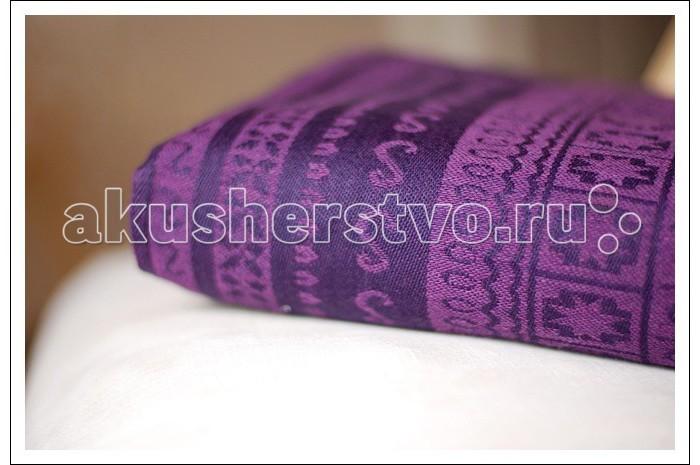 Слинг Ellevill Zara с кольцами, хлопок M (2.1 м)Zara с кольцами, хлопок M (2.1 м)Ellevill - это слинг-шарфы и слинги с кольцами из Норвегии. Разработанные на основе традиционных норвежских орнаментов и выполненные вручную, слинги быстро завоевали популярность по всему миру. Они покоряют своим прекрасным дизайном и универсальностью в носке: слинги Ellevill подходят для всех возрастов (и для новорожденных, и для подросших деток), и для всех сезонов.  Слинги Ellevill производятся вручную, из ткани, специально разработанной для ношения детей. Эта ткань - специального жаккардового диагонального плетения, она очень хорошо тянется по диагонали, но почти не тянется по вертикали и горизонтали. Она как бы обнимает малыша и обеспечивает наибольший комфорт в носке.  Ellevill Zara - классические шарфы из 100% хлопка с традиционным норвежским орнаментом. Наиболее универсальны, отлично подходят для любого сезона и для любой тяжести ребенка, даже для новорожденного. Универсальный выбор!  Слинг с кольцами (ССК) - особенно удобен для ношения новорожденных и маленьких деток, для кормления и укачивания на сон (ребенка легко переложить из ССК в кроватку). Он также пригодится для ношения на бедре подросших деток на небольшие расстояния - на одном плече не очень удобно носить долго, но зато удобно часто сажать и вынимать малыша. Слинги с кольцами производятся из шарфовой ткани Ellevill, c центральным сложением плеча, с большими литыми алюминиевыми кольцами.   Состав: 100% хлопок Размер: 2,1 м<br>