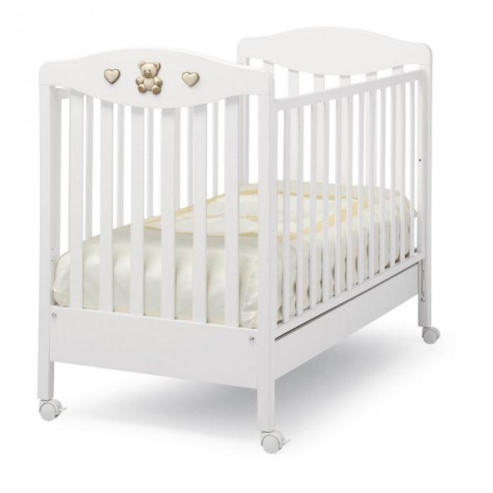 Детская кроватка Erbesi Tippy JolieДетские кроватки<br>Детская кроватка Erbesi Tippy Jolie  Сочетание изящества и комфорта, которое удивительным образом подойдет для Вашего малыша. Все составные части и компоненты кроватки, во избежание порезов, царапин и ссадин, не имеют острых углов. В кроватке используется ортопедическая сетка из деревянных планок, обеспечивающая правильное потоотделение. Большой ящик в основании кровати, оснащен металлическими направляющими с первоклассным скольжением и блокировкой во избежание его невольного выпадения.   В этой кроватке ваш малыш будет быстро и крепко засыпать. Стильный дизайн, простота и изящность форм и нежные цвета - вот чем известный итальянский изготовитель привлек к своей продукции внимание миллионов родителей. Erbesi - это всегда высокое качество исполнения.  Особенности: выдержанный бук, покрытый нетоксичными лаками и красками на водной основе, полностью соответствующими требованиям и инструкциям U.E.; не требует особого ухода декор - керамические объемный резной мишутка и сердечки с бронзовым (сл. кость) или серебристым (белый) напылением краски только на водяной основе - гипоаллергенные и нетоксичные, которые предохраняют здоровье детей и природу, гарантируют однородное и прочное покрытие, усиливают природные качества дерева предназначена для детей от 0 до 5-ти лет oртопедический подматрасник из деревянных реек два уровня ложа бортики опускаются на 20-25 см один из бортов полностью снимается (благодаря этому кроватку можно переделать в диван для подросших детей) расстояние между прутьями боковин 4.5-6.5 см 4 съемных колеса, два из которых со стопорами, все колеса прорезиненные вместительный, выдвижной ящик расположен в нижней части кроватки ящик на металлических направляющих, с защитой от выпадения все составные части и компоненты кроватки, во избежание порезов, царапин и ссадин, не имеют острых углов
