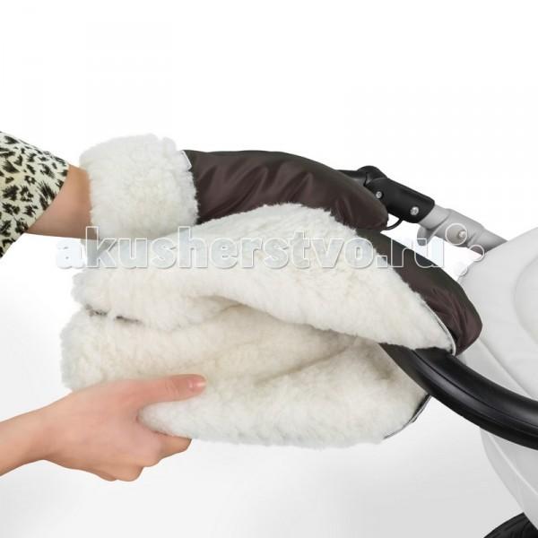 Esspero Муфта-рукавички для коляски GrettaМуфта-рукавички для коляски GrettaВ комфорте и практичности муфты в виде раздельных рукавичек Esspero Gretta не возникает ни тени сомнений. Без труда, легко и быстро они крепятся к ручке колясок любого типа. Данная муфта также, как и все муфты Esspero подарят вам непередаваемое чувство уюта, тепла и комфорта.   Прочная, но мягкая эко-кожа, из которой состоит верхнее покрытие рукавичек не позволит Вашим рукам намокнуть под дождем. Предусмотренный в муфте манжет также предотвратит попадание ветра. Кроме того, он может регулироваться по высоте и фиксироваться при помощи кнопки. Природный утеплитель - белоснежная 100% овечья шерсть - согреет ваши руки и будет поддерживать нужную температуру даже при сильном морозе.   Все материалы, использованные при изготовлении товаров Esspero проходят дерматологический контроль качества, соответствующий европейским стандартам. Стильная и удобная муфта-рукавички Gretta из кожи оторочены белоснежной шерстью и подойдут к абсолютно любому детскому транспорту, а также наполнят радостью ваши прогулки.  Особенности муфты-рукавичек: Материал верха: эко-кожа Внутренний материал: натуральная овчина Крепление на коляске: при помощи кнопок<br>
