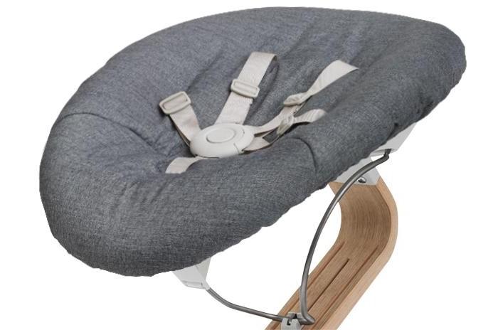 Evomove Матрасик для кресла-шезлонга NomiBabyМатрасик для кресла-шезлонга NomiBabyМягкие матрасики для кресла-шезлонга Nomi.   Двусторонние мягкие матрасики с разными принтами с каждой стороны. Позволяют с легкостью поменять внешний вид Вашего кресла и Ваше настроение.  Удобно снимать и надевать.  Легкость в уходе. Машинная стирка.  Состав: 100% хлопок<br>