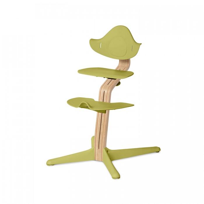 Стульчик для кормления Evomove NomiNomiСтульчик для кормления Evomove Nomi - первый стульчик для подвижных детей от легендарного норвежского дизайнера Питера Опсвика. Детский стульчик Nomi можно использовать с самого рождения и до подросткового возраста: высота сиденья легко регулируется, а сам стульчик выдерживает вес до 90 кг, при этом все его самого не более 5 кг! Покупка стульчика - вложение на долгие годы.   От 0 до 6 месяцев вместо сидения легко и просто устанавливается кресло-шезлонг (дополнительная опция), у которого можно регулировать наклон до горизонтального положения.   С 6 месяцев или как только ребенок научился сидеть, кресло-шезлонг меняется на сидение со спинкой и подножкой, защелкивается фиксатор (NomiMini - дополнительная опция) и в таком составе используется до 2-х лет.  В дальнейшем фиксатор снимается, чтобы предоставить ребенку истинное удовольствие – быть самостоятельным! Сиденье и подножка плавно регулируются с помощью рукоятки под рост ребенка.  Особенности: Детский стульчик Nomi вы можете использовать с рождения и до подросткового возраста Бесступенчатая регулировка не требует использования дополнительных инструментов Правильная глубина посадки меняется вместе с регулировкой высоты сиденья  Форма сиденья и сама конструкция стула предотвращают выскальзывание ребенка Форма спинки стульчика поддерживает спину и руки ребенка Подножка представляет собой надежную опору благодаря своим размерам и устройству Упор для ступней обеспечивает их стимуляцию и позволяет отдохнуть беспокойным ножкам Благодаря открытой конструкции дети сами могут забираться на стульчик и придвигать его к столу Округлая форма деталей стульчика создает дополнительный комфорт Два колесика на задних ножках исключают риск опрокидывания Вес стульчика составляет менее 5 кг Стул легко можно подвешивать на столешнице во время уборки Форма стула обеспечивает простой и удобный уход Все материалы экологически безопасны и пригодны для вторичной переработки  Состав детского стульчика Nomi